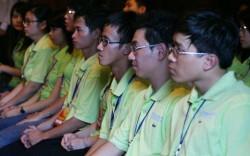 Các thủ khoa đầu ra xuất sắc trong lễ vinh danh ở Văn Miếu - Quốc Tử Giám năm 2011.