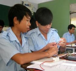 Học nghề điện tại Trường cao đẳng Công nghiệp Tuy Hòa - Ảnh: T.HẰNG