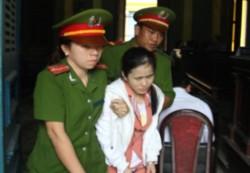 Bị cáo Trần Thị Như Thanh khóc ngất tại phiên xét xử