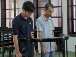 Bị cáo Chinh (trái) và Vũ.