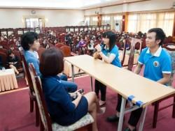 Các chuyên gia nhân sự mô phỏng buổi phỏng vấn để rút kinh nghiệm cho sinh viên. (Ảnh: BTC)