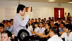 Chủ tịch HĐQT Tập đoàn FPT Trương Gia Bình chia sẻ kinh nghiệm quản trị với học viên Viện Quản trị Kinh doanh FSB- Đại học FPT