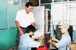 Việc đào tạo nghề cho người lao động làm việc trong các cơ sở sản xuất kinh doanh hiện vẫn còn nhiều khó khăn.