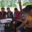 Các giáo viên mầm non ở huyện Sóc Sơn, Hà Nội trao đổi với PV.