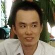 Nụ cười hiếm hoi của Mẫn tại tòa khi bị cáo trò chuyện với luật sư trong giờ giải lao. Ảnh: Việt Tường.