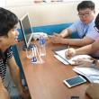 Người nước ngoài giao dịch việc làm tại Sàn giao dịch việc làm Bắc Ninh.